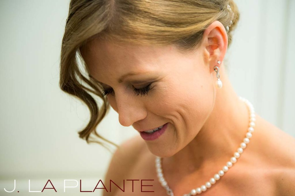 J. La Plante Photo | Kalamazoo Country Club Wedding | Destination Wedding Photography | Bride reading letter from groom