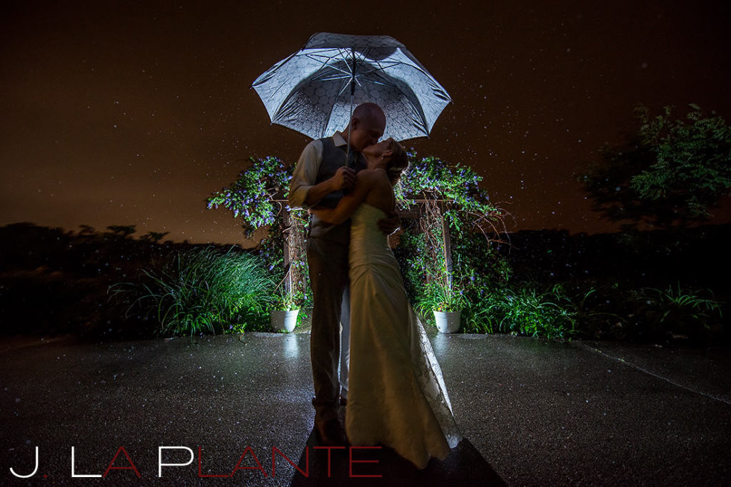 J. La Plante Photo | Kalamazoo Country Club Wedding | Destination Wedding Photography | Bride and groom kissing in the rain