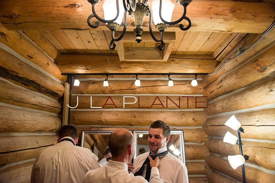 Groom getting ready | Evergreen Lakehouse wedding | Evergreen wedding photographer | J La Plante Photo