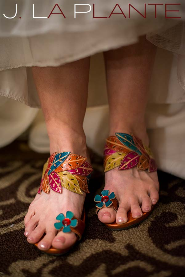 Colorful wedding sandals | Evergreen Lakehouse wedding | Evergreen wedding photographer | J La Plante Photo