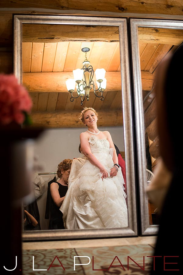 Bride getting into dress | Evergreen Lakehouse wedding | Evergreen wedding photographer | J La Plante Photo