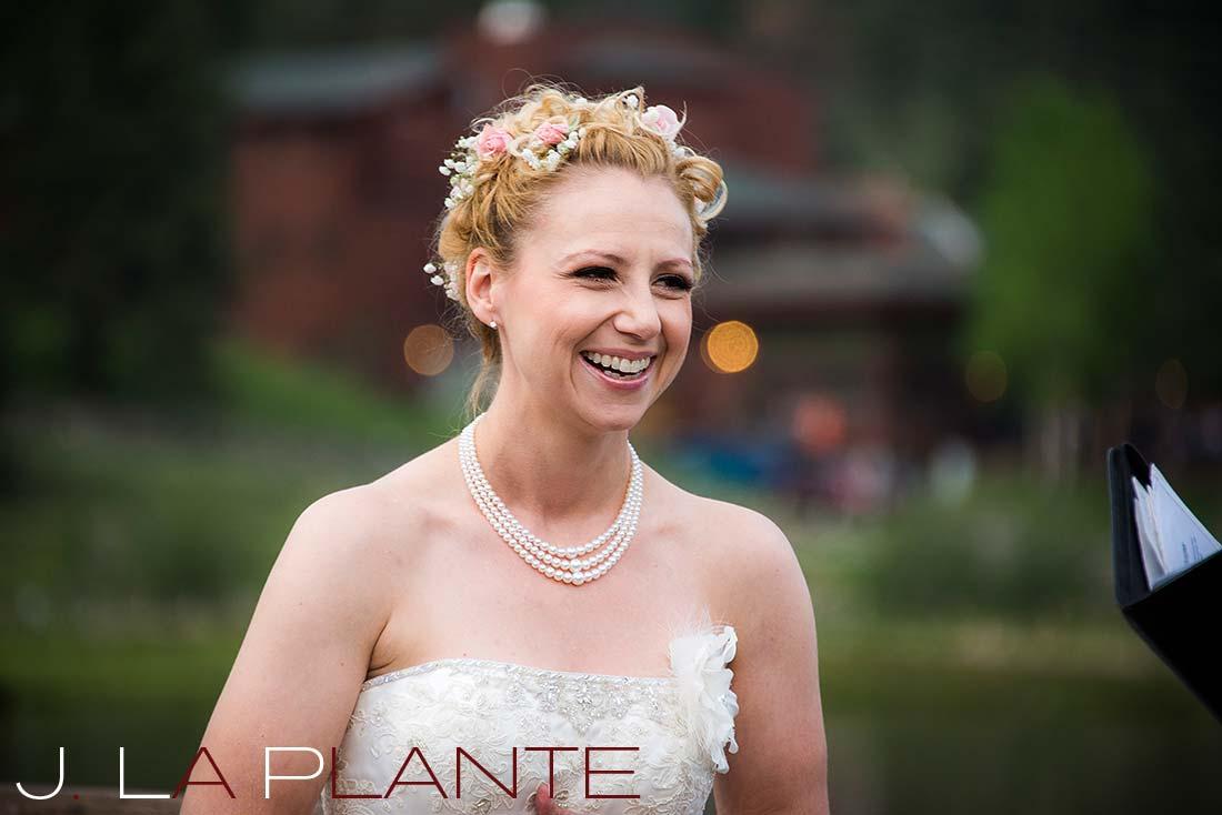 Bride reading vows | Evergreen Lakehouse wedding | Evergreen wedding photographer | J La Plante Photo