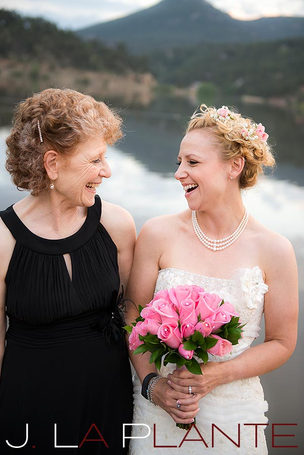 Bride with mother | Evergreen Lakehouse wedding | Evergreen wedding photographer | J La Plante Photo