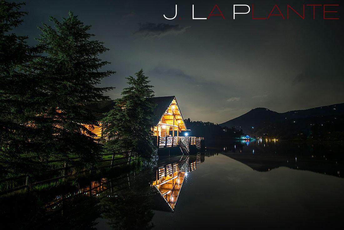 Lake house at night | Evergreen Lakehouse wedding | Evergreen wedding photographer | J La Plante Photo