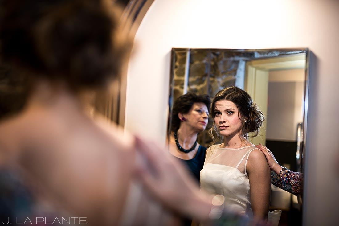 Bride getting ready with mom | Chief Hosa Lodge wedding | J. La Plante Photo | Denver Wedding Photographers