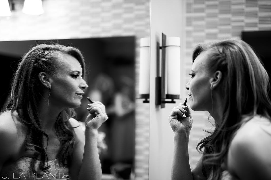 Mount Vernon Country Club Wedding | Bride putting lipstick on | Denver wedding photographer | J La Plante Photo