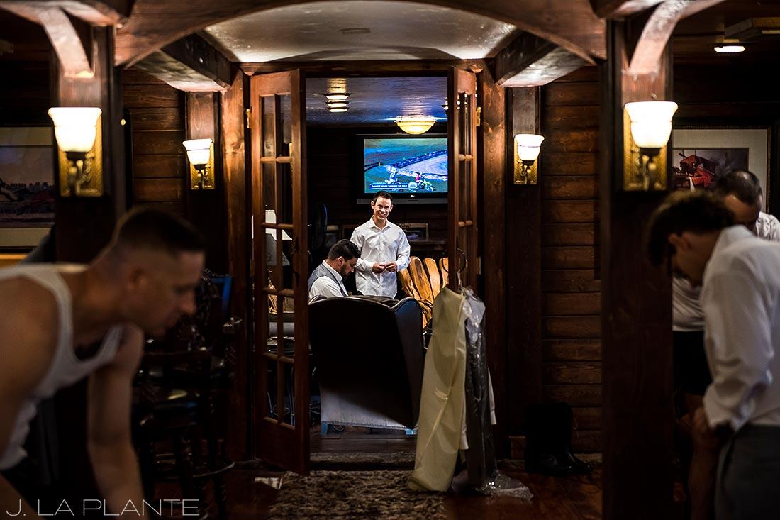 Groom getting ready | Crooked Willow Farms Wedding | Denver Wedding Photographer | J La Plante Photo