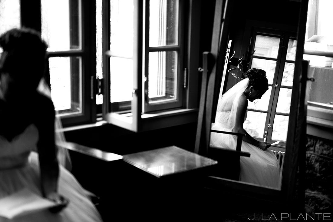 Boettcher Mansion wedding | Bride reading letter from groom | J La Plante Photo | Denver Wedding Photographer