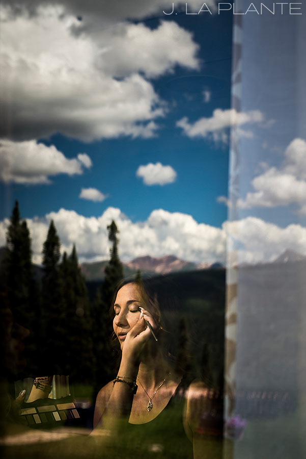 Purgatory Resort wedding | Bride getting ready | Colorado wedding photographer | J La Plante Photo