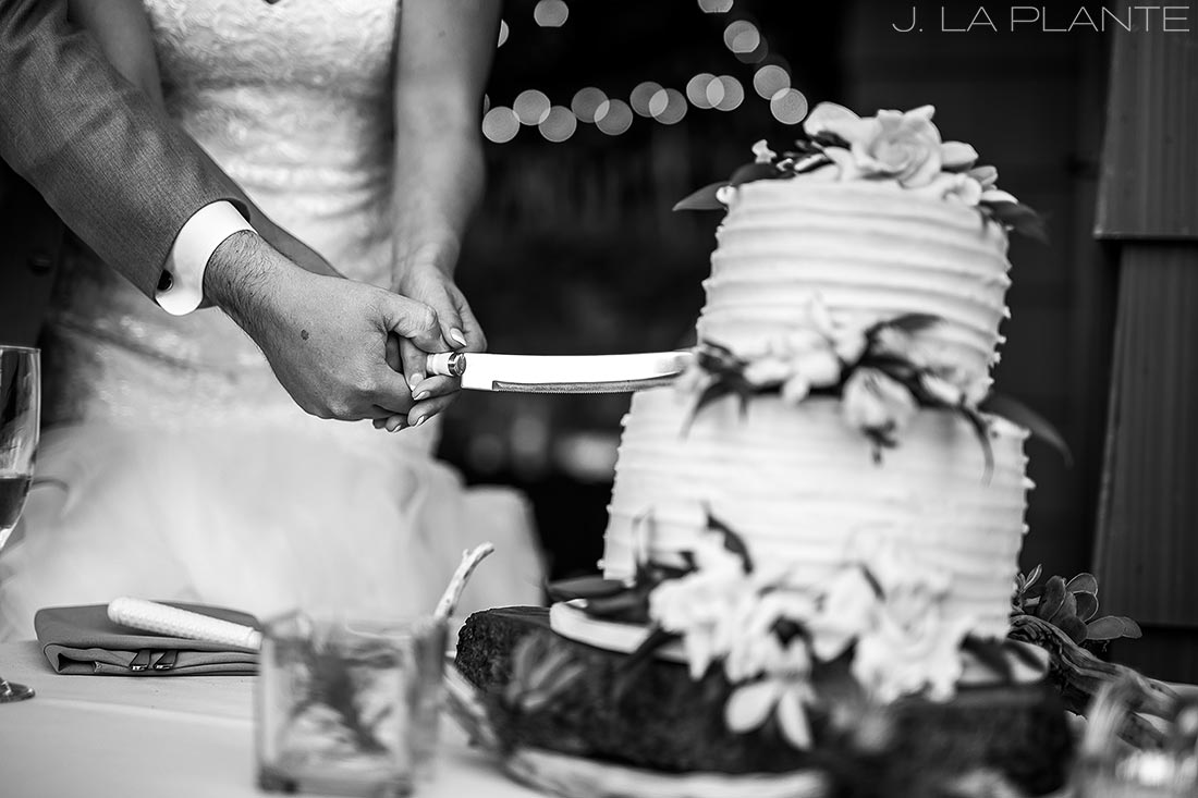 Vashon Island Wedding | Cake cutting | Seattle destination wedding photographer | J La Plante Photo