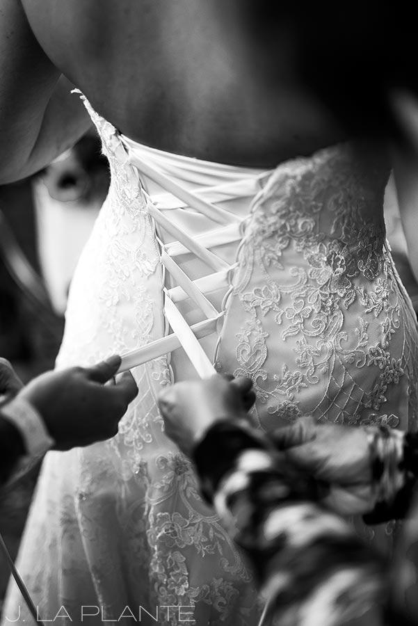 Crooked Willow Farms Wedding   Bride getting ready   Colorado Wedding Photographer   J La Plante Photo