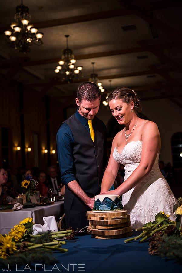 Crooked Willow Farms Wedding   Cake cutting   Colorado Wedding Photographer   J La Plante Photo