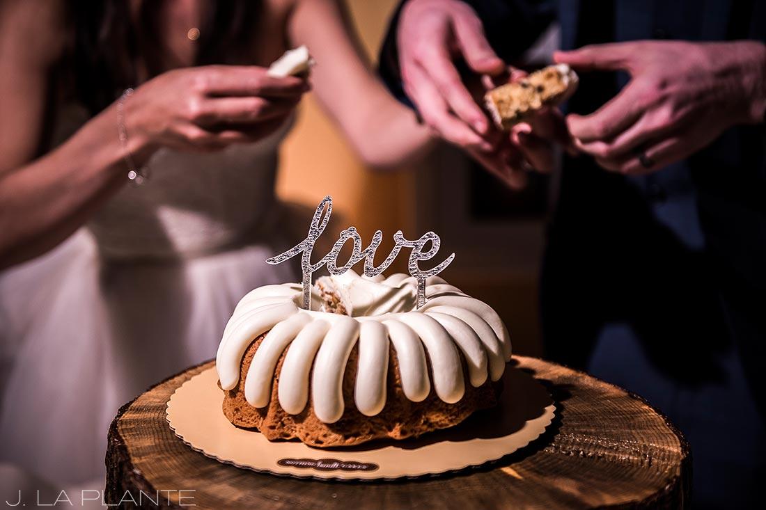 Fall Copper Mountain Wedding | Cake cutting | Colorado Destination Wedding Photographer | J La Plante Photo