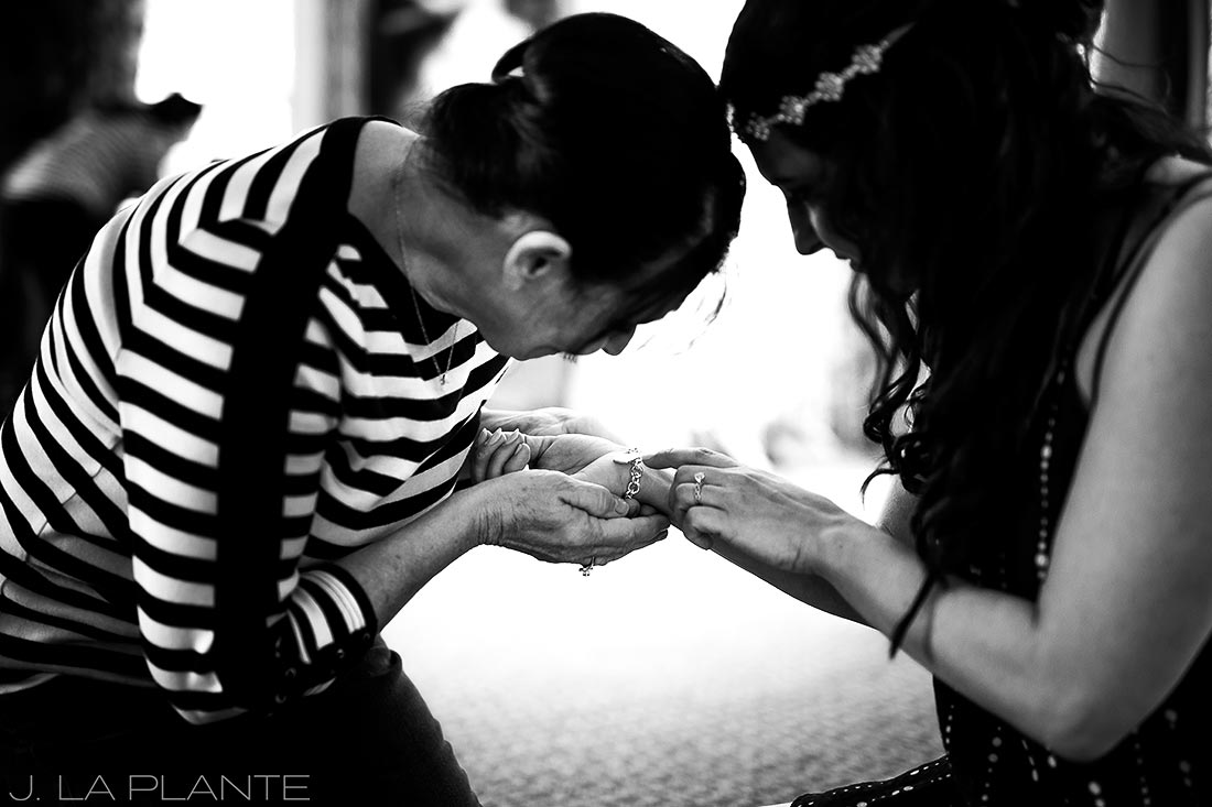 Willow Ridge Manor Wedding | Bride getting ready | Denver wedding photographer | J La Plante Photo