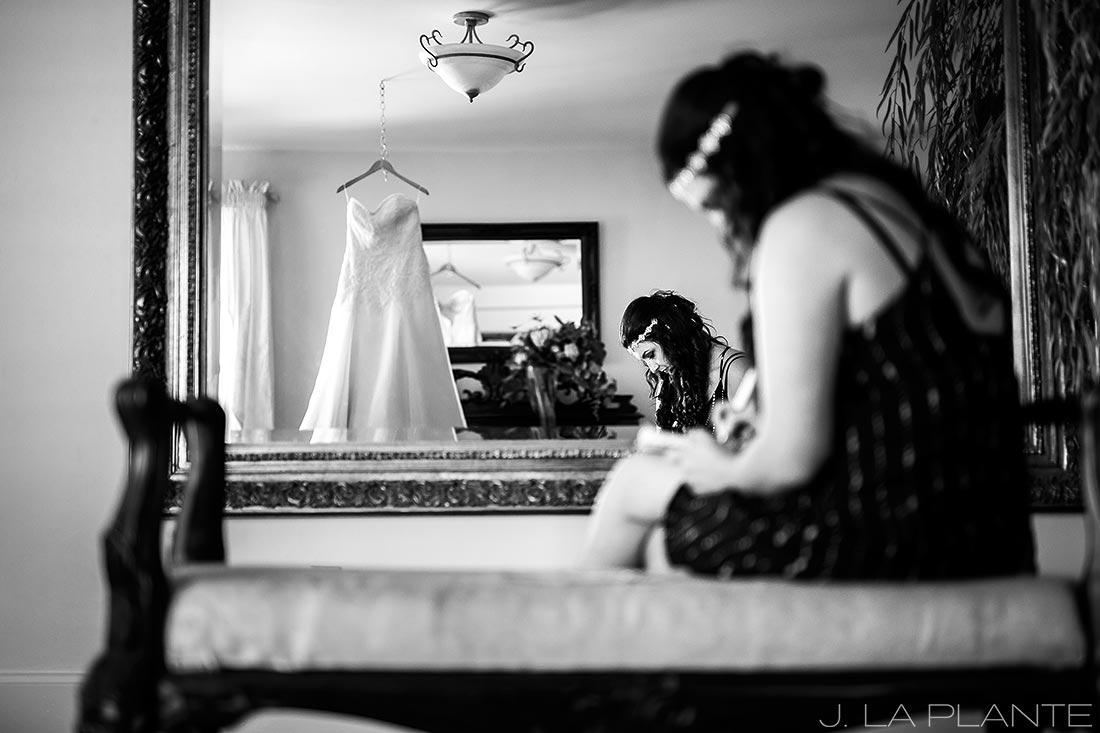 Willow Ridge Manor Wedding | Bride writing letter | Denver wedding photographer | J La Plante Photo