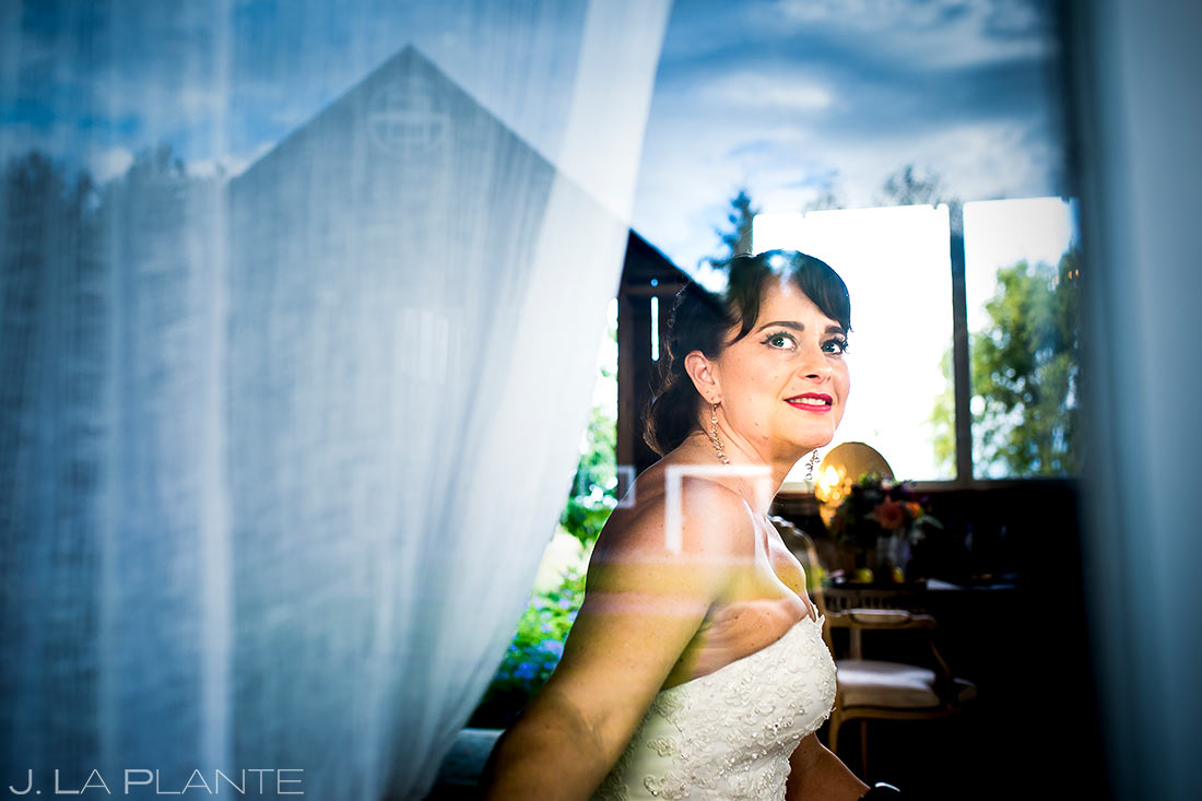 Bride Getting Ready | Barnstar Wedding | Bellingham Washington Wedding | Destination Wedding Photographer | J. La Plante Photo