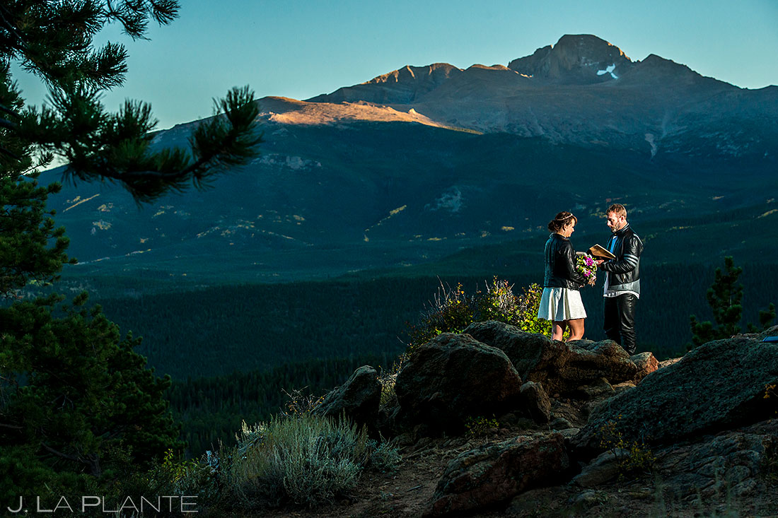 bride and groom eloping in Colorado